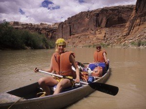 two girls canoeing green river